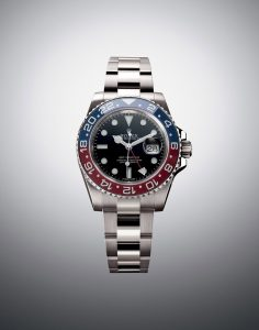 Also with the combination of white and black, this black dial replica Rolex also presents the best readability.