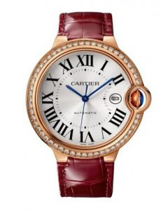 With the decoration of dazzling diamonds, this replica Cartier looks more precious and luxurious.