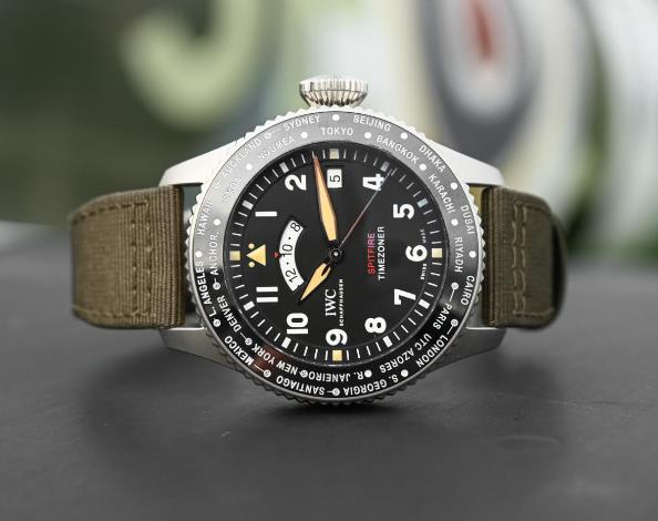 The chronograph function has been removed and the dial becomes more understated.