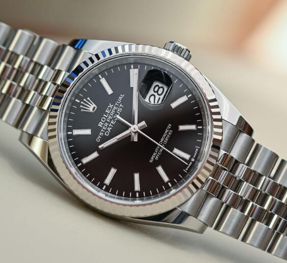 The classic appearance has been favored by many watch lovers for many years.