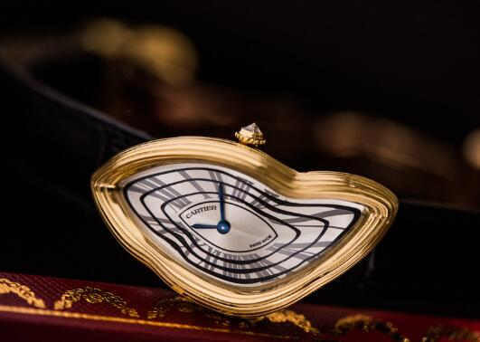 The shape of the case of this Cartier is so distinctive and amazing.
