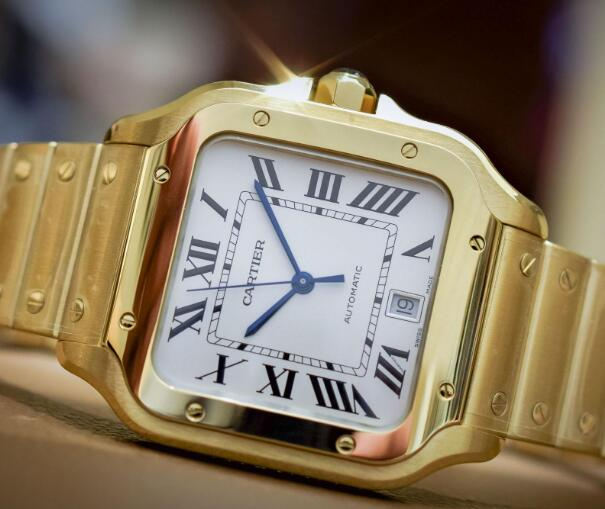 With the gold case, this Santos has been endowed with the ultra luxury and nobility.