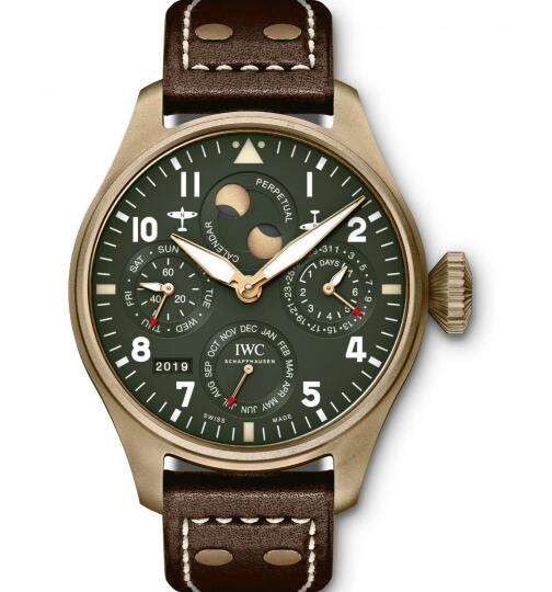 The olive green dial and bronze case form a retro style.